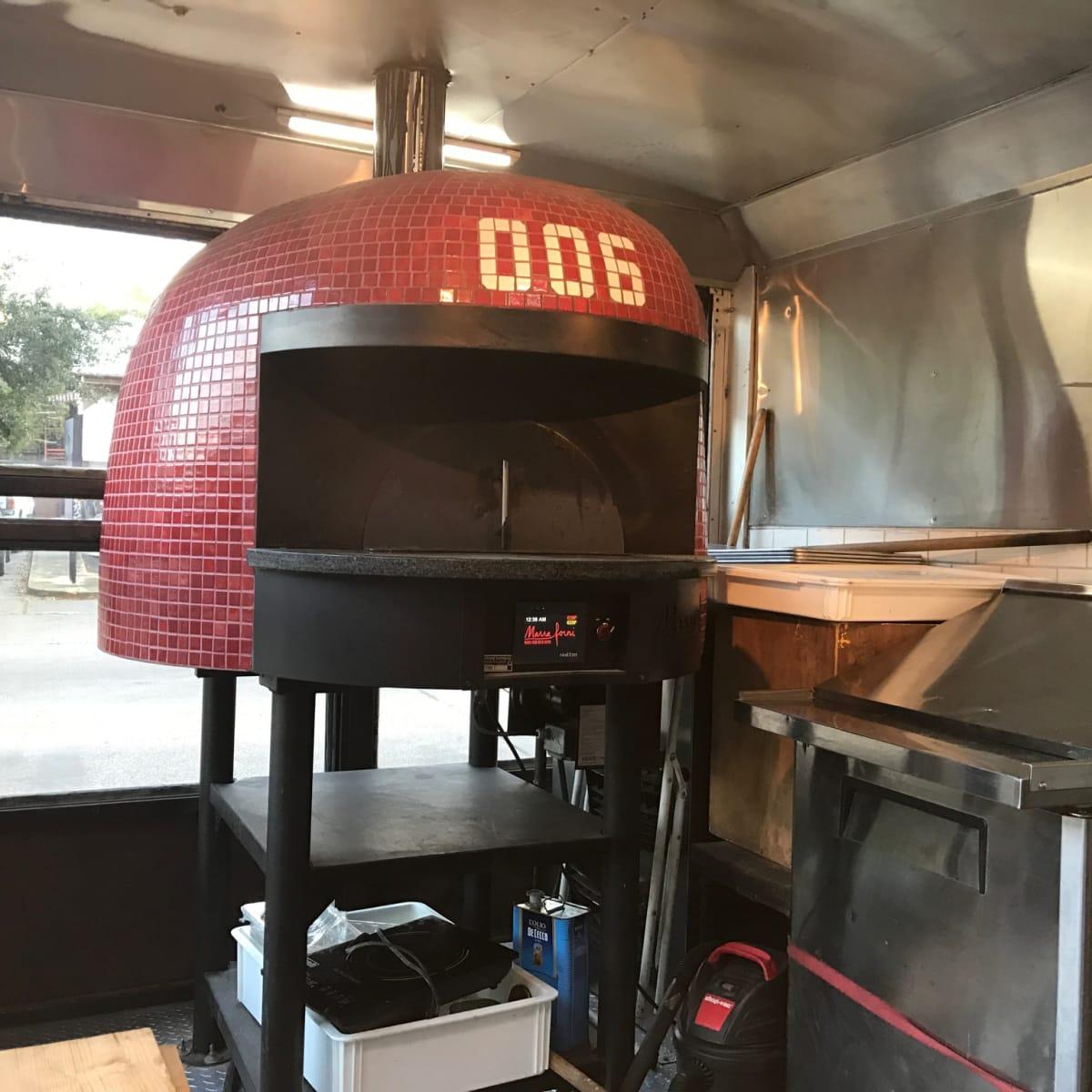 006 Pizza food truck