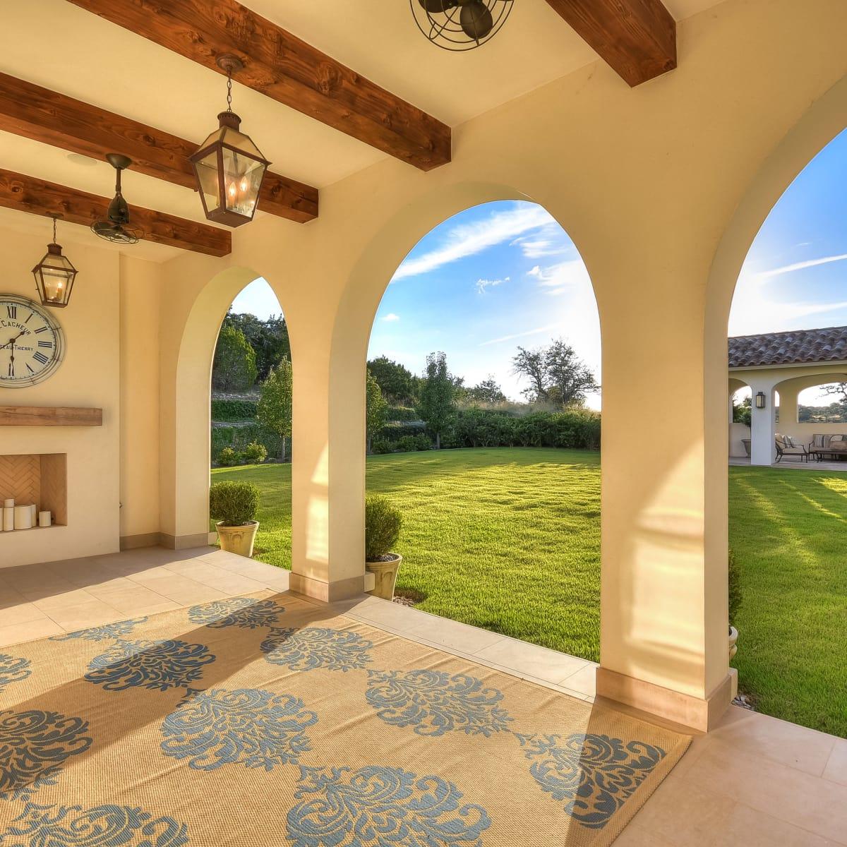 5709 Spanish Oaks Club Austin house for sale patio