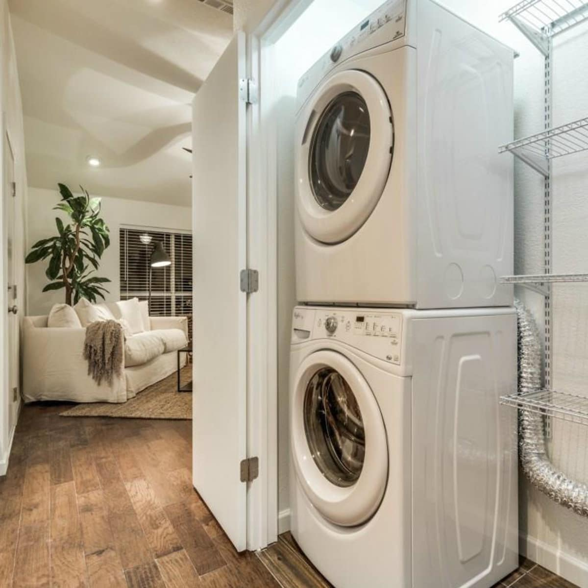 1639 Homewood Pl Dallas house for sale laundry room