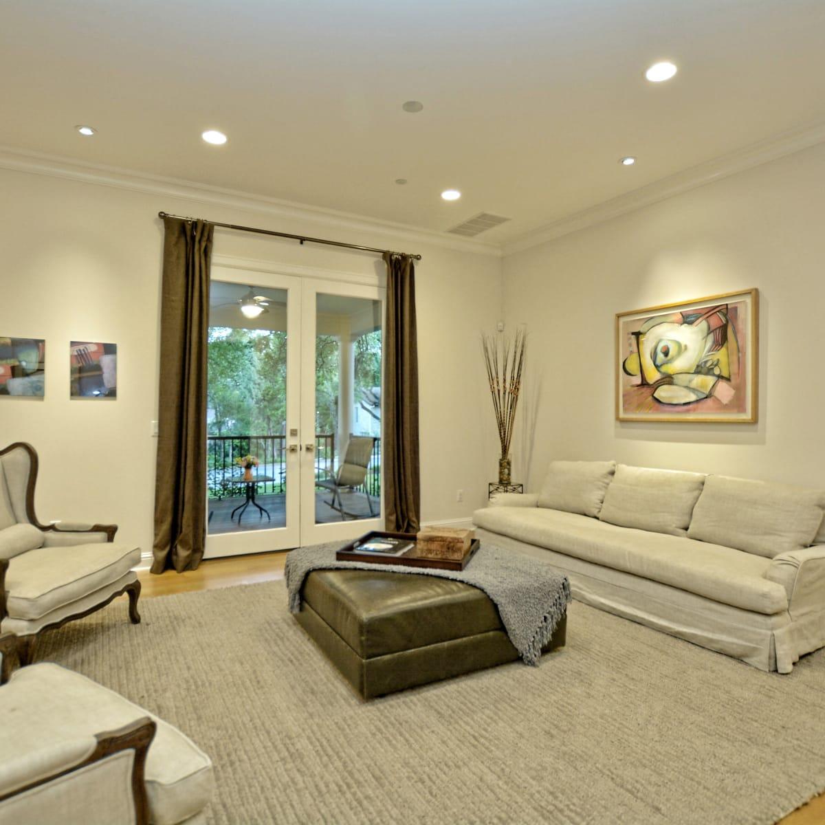 400 Almarian Austin house for sale living room