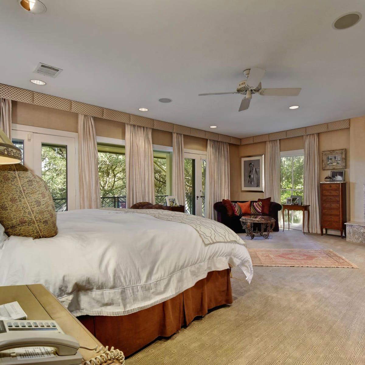 Austin house home Tarrytown 2610 Kenmore Court Ben Crenshaw February 2016 master bedroom