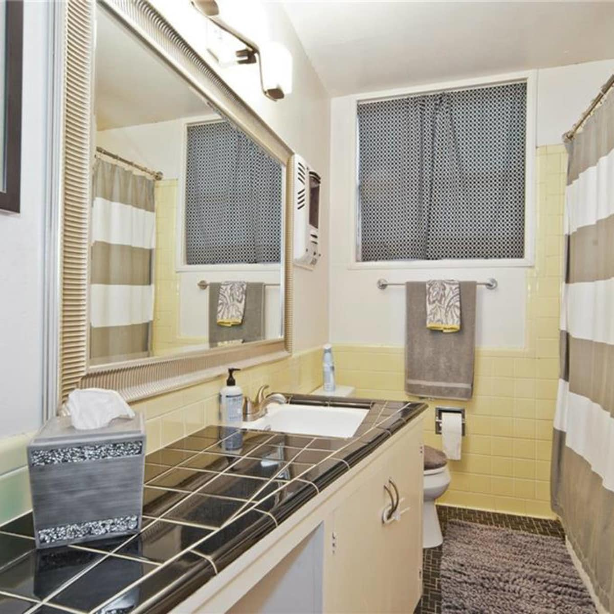 Dallas home, home for sale, 2005 Saint Francis Avenue, bathroom