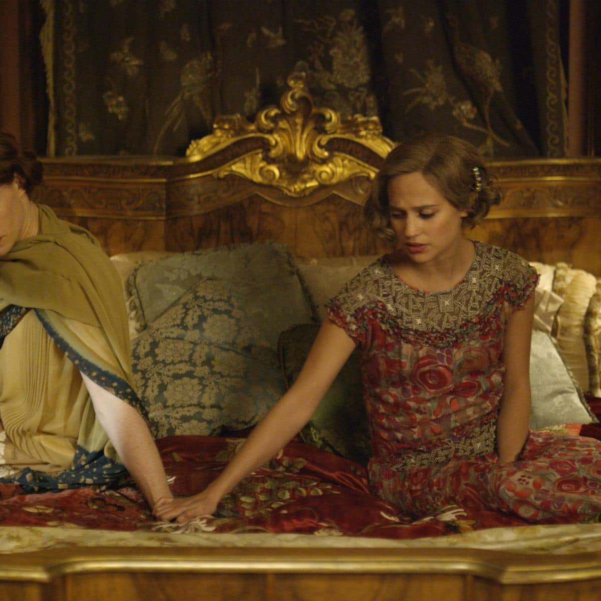 Eddie Redmayne and Alicia Vikander in The Danish Girl