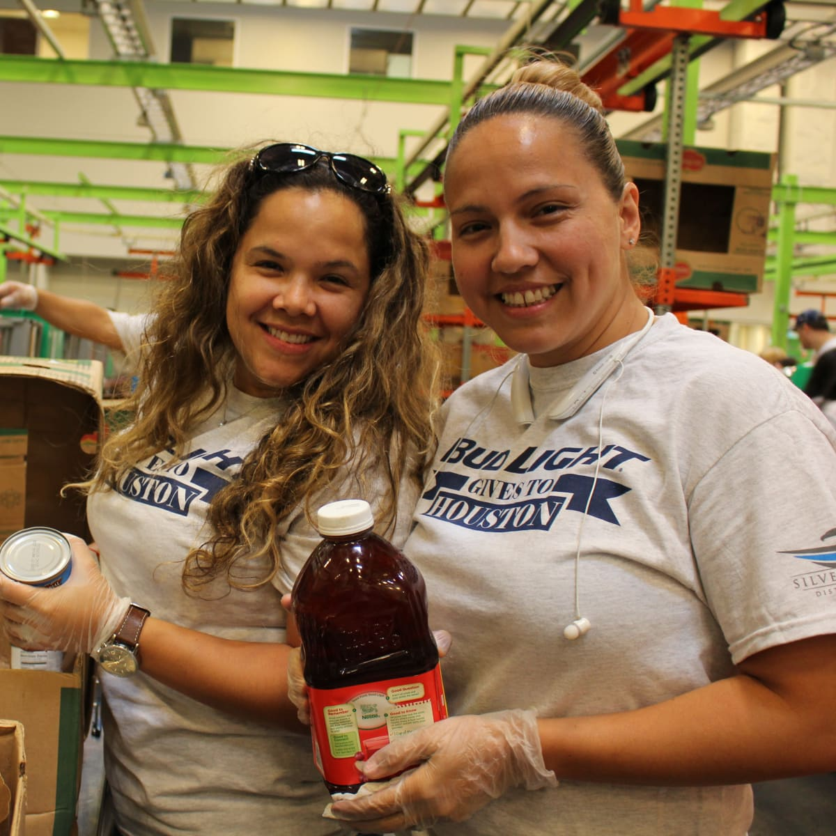 News, Shelby, Silver Eagle Distributors at Food Bank, July 2015 , Elga Gonzalez, Emma Lopez