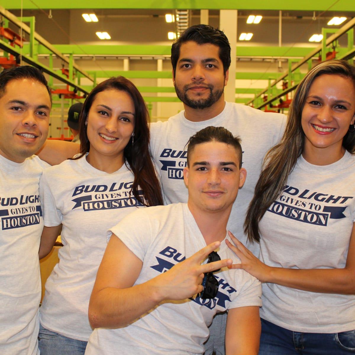 News, Shelby, Silver Eagle Distributors at Food Bank, July 2015 , Arturo Espinosa, Nataly Moreno, Octavio Bengston, Daniela Rodriguez, Jorge Batastia