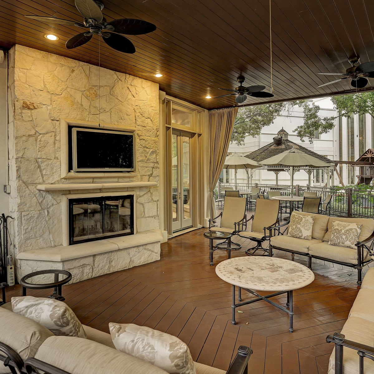 1000 Kirby terrace with fireplace
