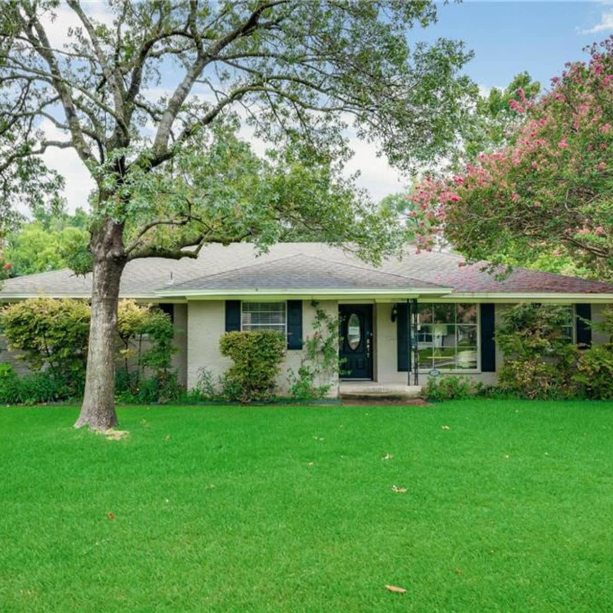 10222 Vinemont Street home for sale Dallas