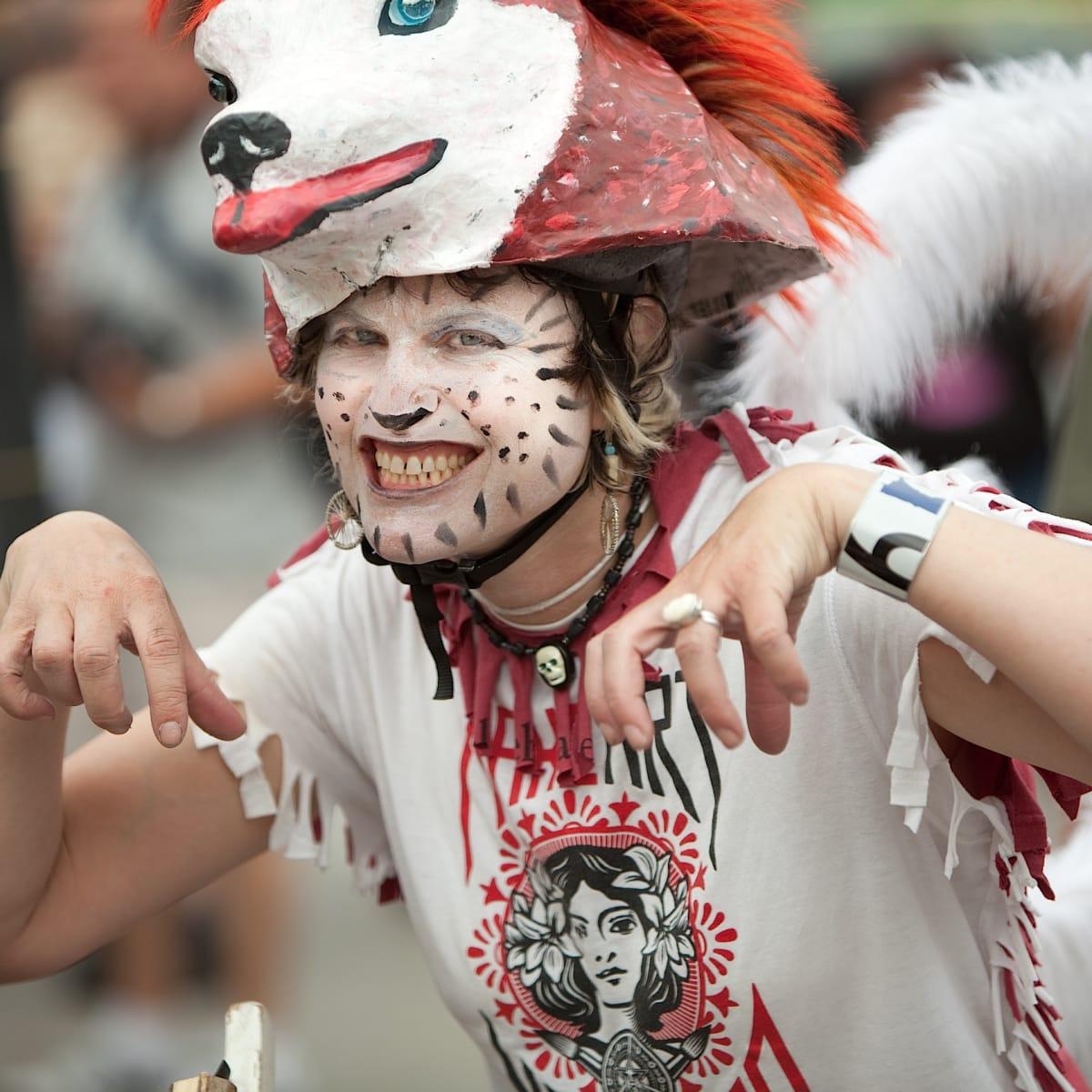 News_Art_Car_Parade_costume_painted face