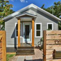 1209 Salina Austin home for sale exterior