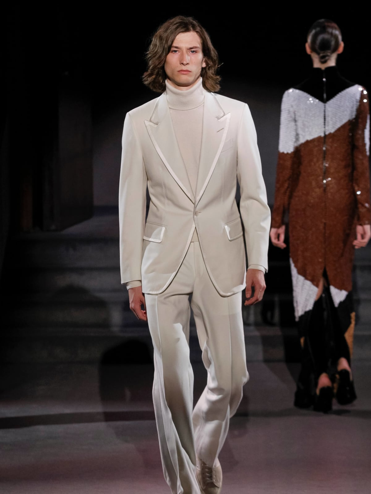Tom Ford look 50 white suit
