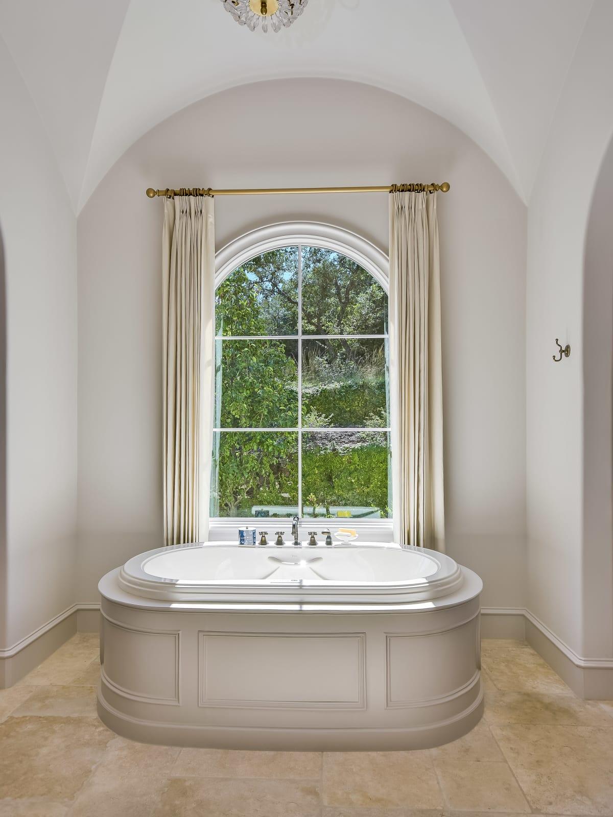 5709 Spanish Oaks Club Austin house for sale bathroom