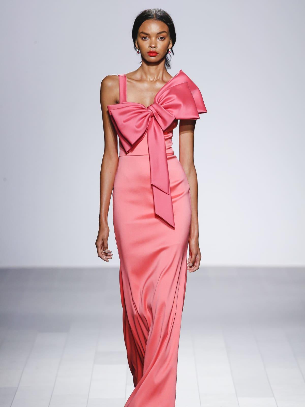 Increíble Perchas Señora Para El Vestido De Novia Componente - Ideas ...