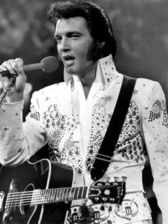 News_Elvis Presley_older_bw