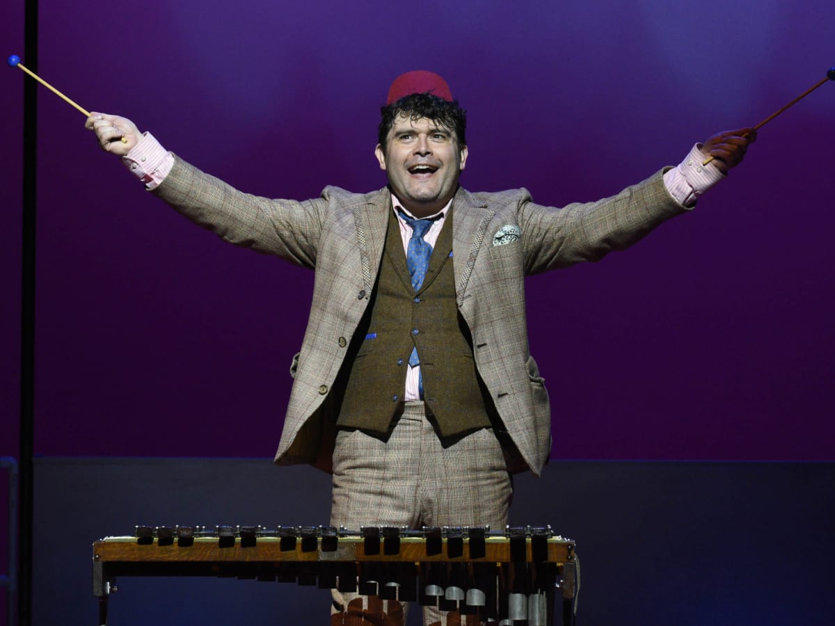 Brian Gonzales in One Man, Two Guvnors