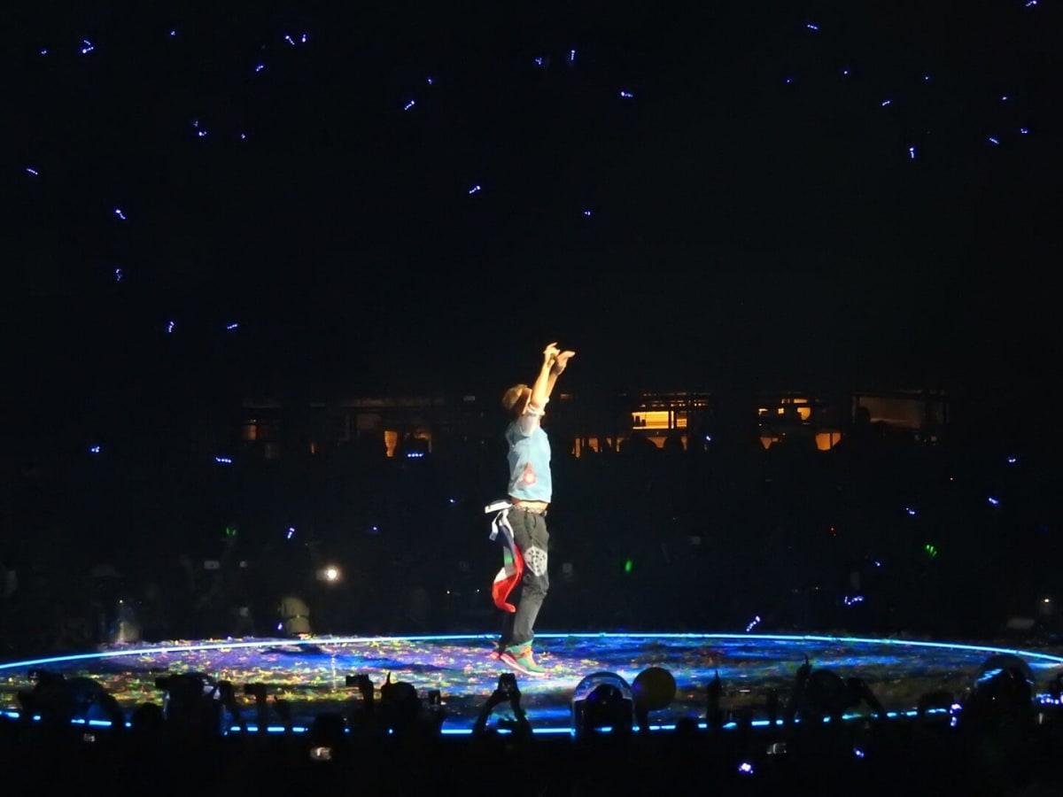 Chris Martin sporting a Texas flag