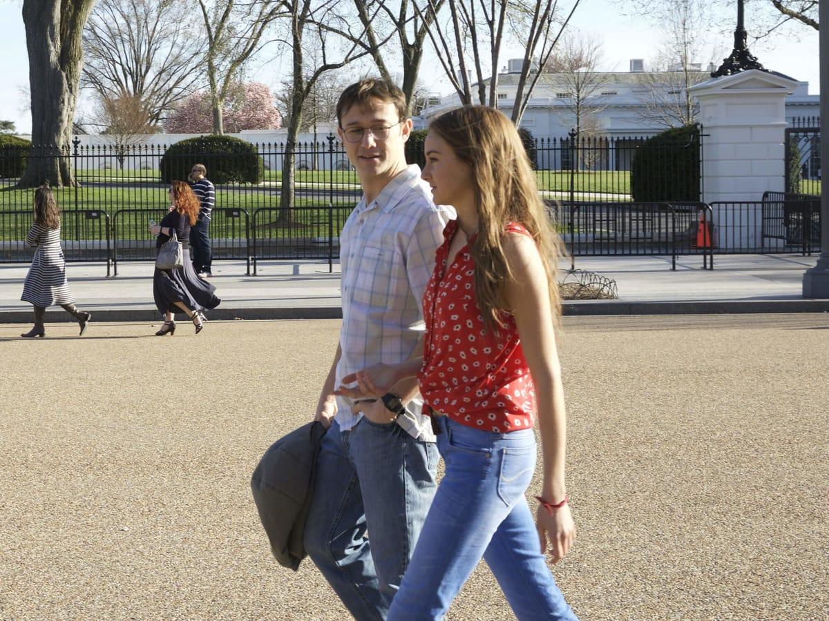 Joseph Gordon-Levitt and Shailene Woodley in Snowden