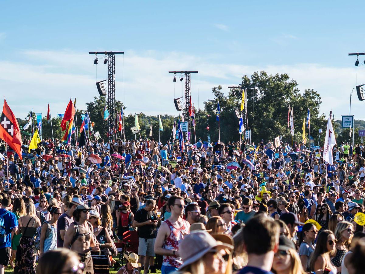 ACL Austin City Limits Music Festival 2016 flags crowd
