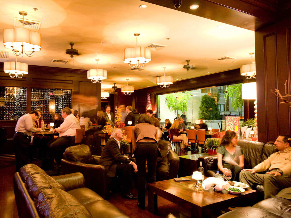 Mo's, A Place for Steaks, dining room