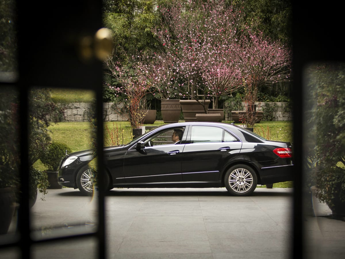 UberLUX lux black car luxury vehicle ride sharing service 2015