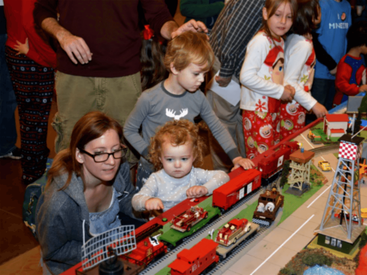 Fort Worth Museum of Science and History presents Polar Pajama Parties