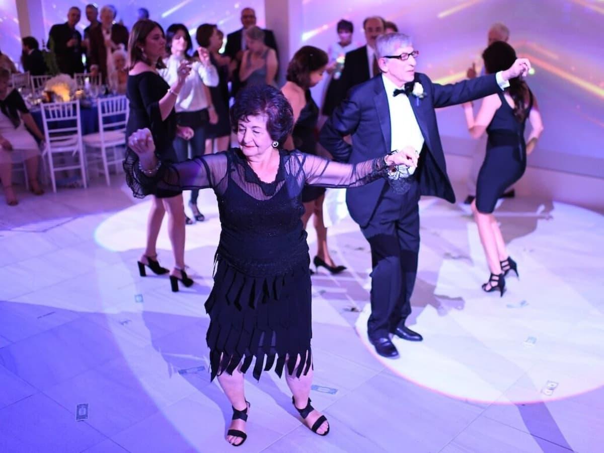 Wedding Pugh Dascoulias dance with Christina Kapolis