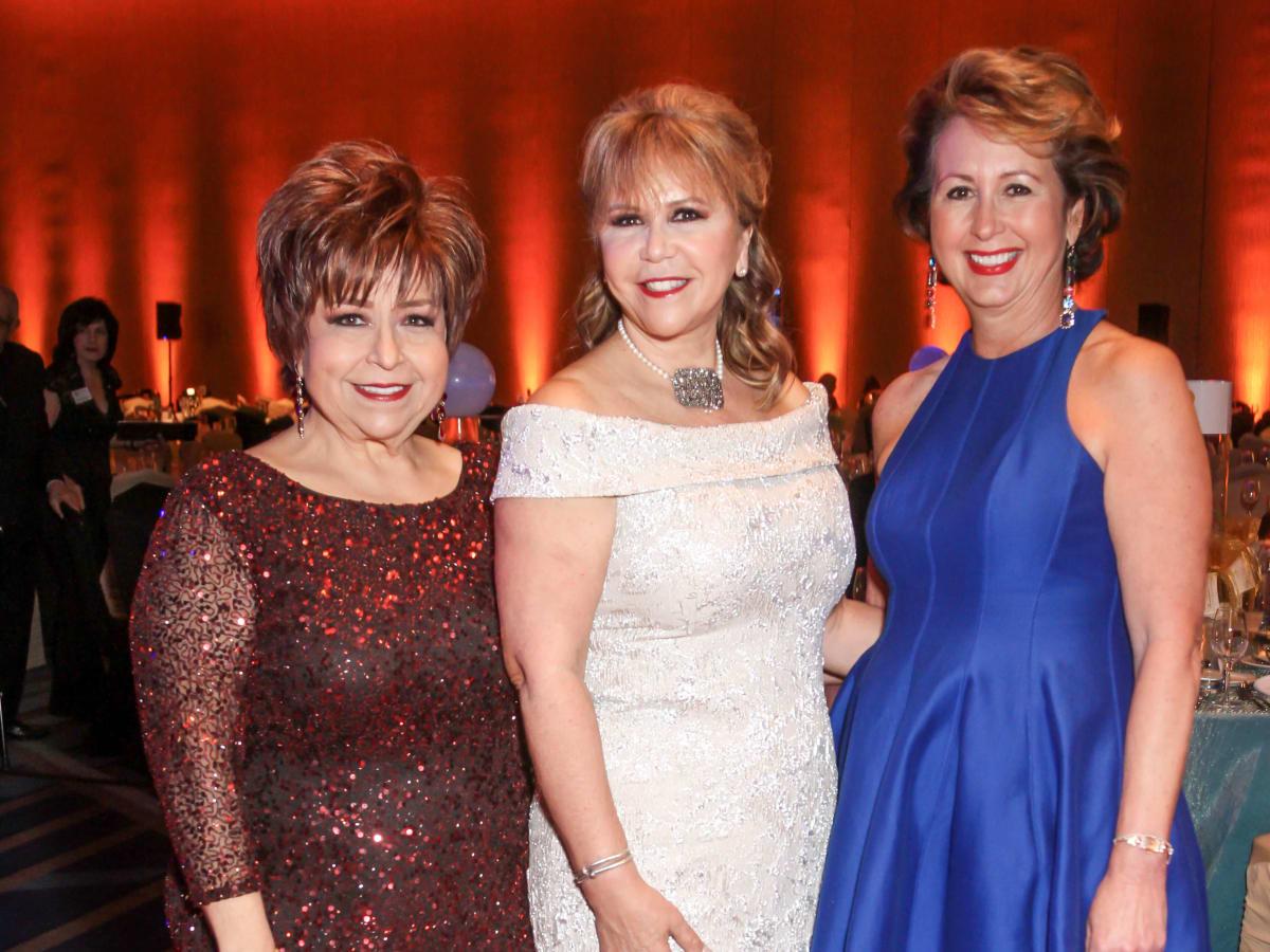 Houston, Cristo Rey Jesuit College Preparatory HS gala, Jan 2017, Trini Mendenhall, Cyndy Garza Roberts, Ileana Trevino