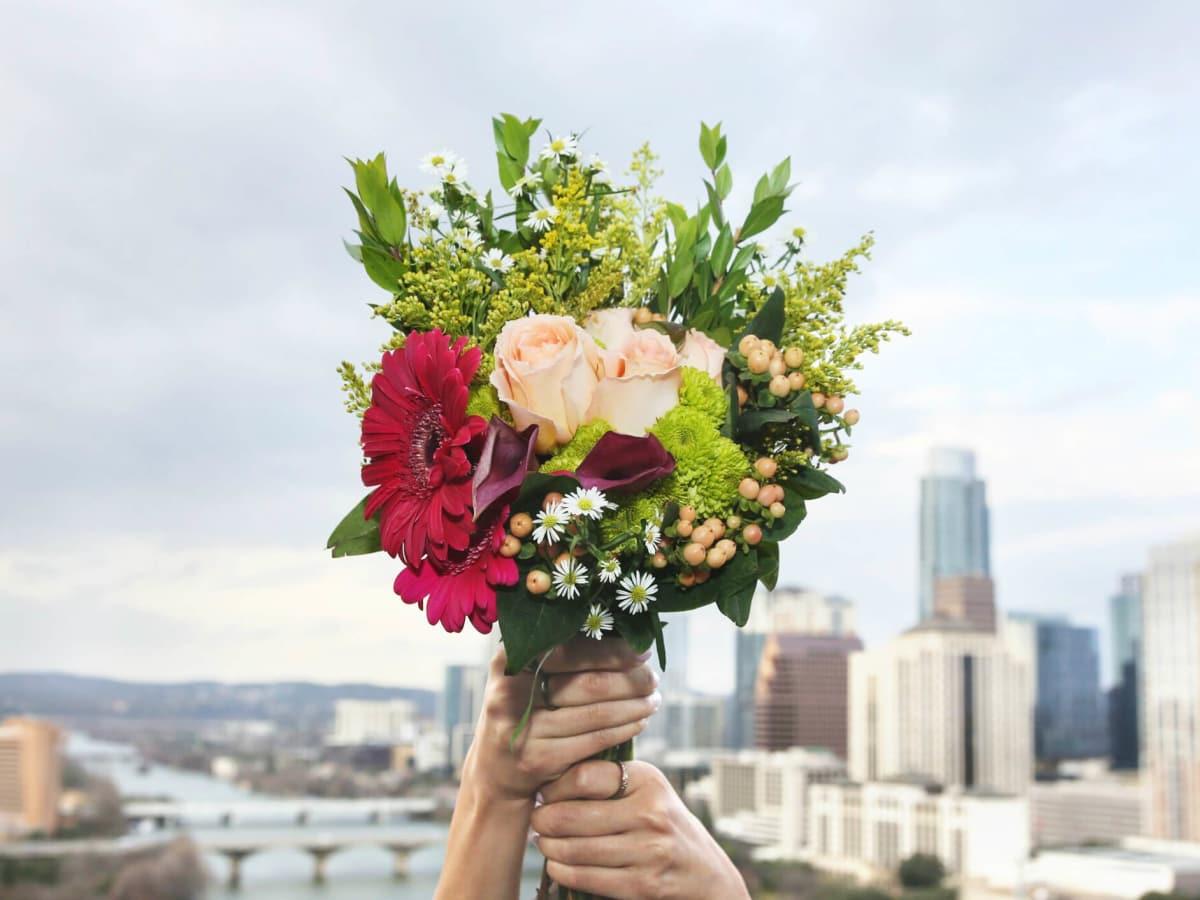 UrbanStems flower delivery service bouquet Austin skyline