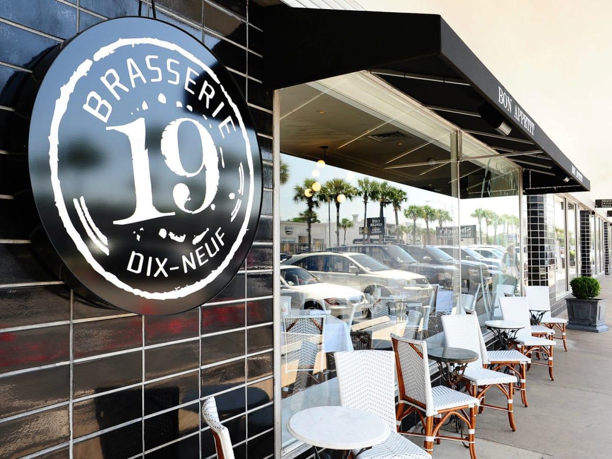 News_Brasserie 19_exterior_sign