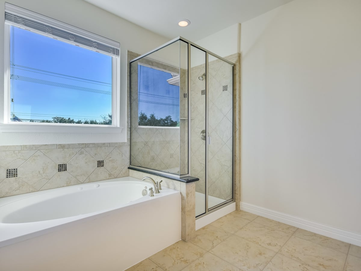 12312 Terraza Austin townhouse for sale master bathroom