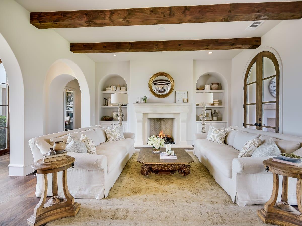 5709 Spanish Oaks Club Austin house for sale living room