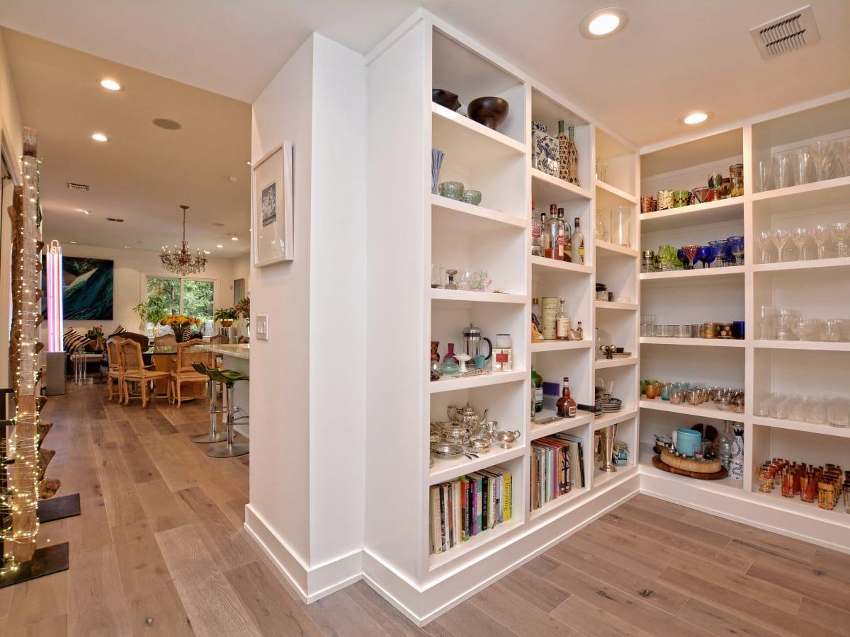 2012A Rabb Glen Austin house for sale bookcases