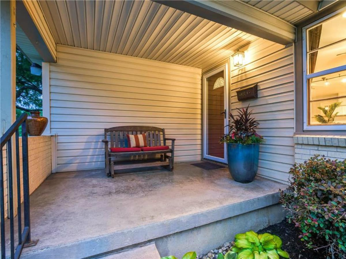 Front porch at 11207 Sinclair Ave in Dallas