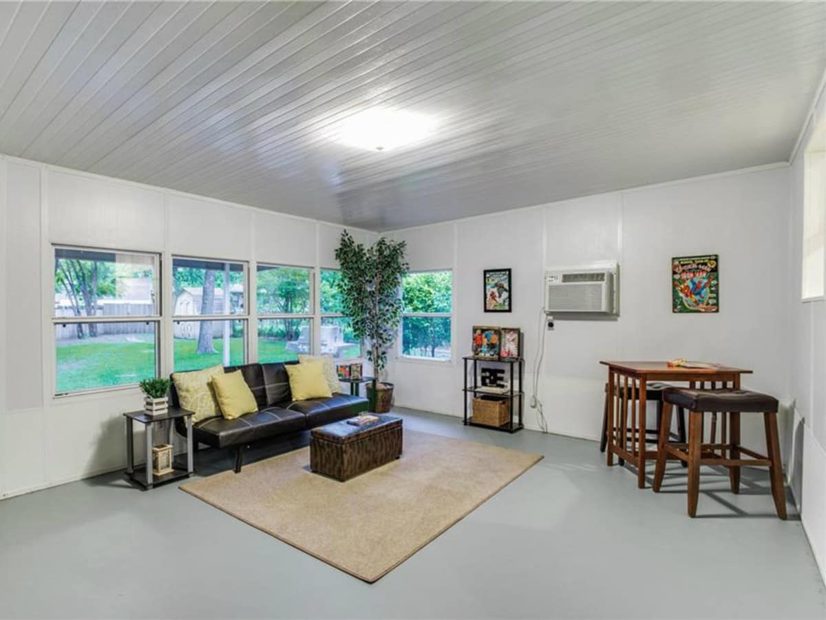 Bonus room at 11207 Sinclair Ave in Dallas