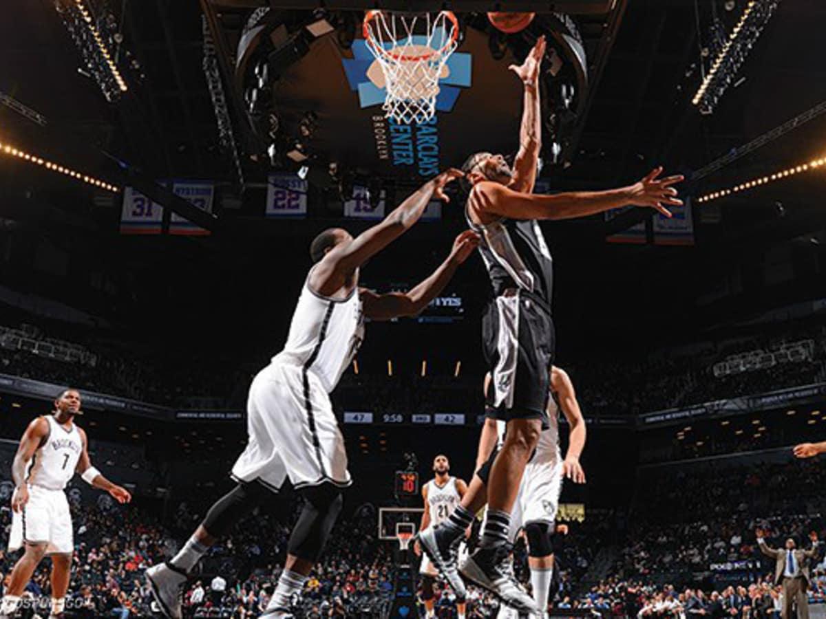 San Antonio Spurs dunk