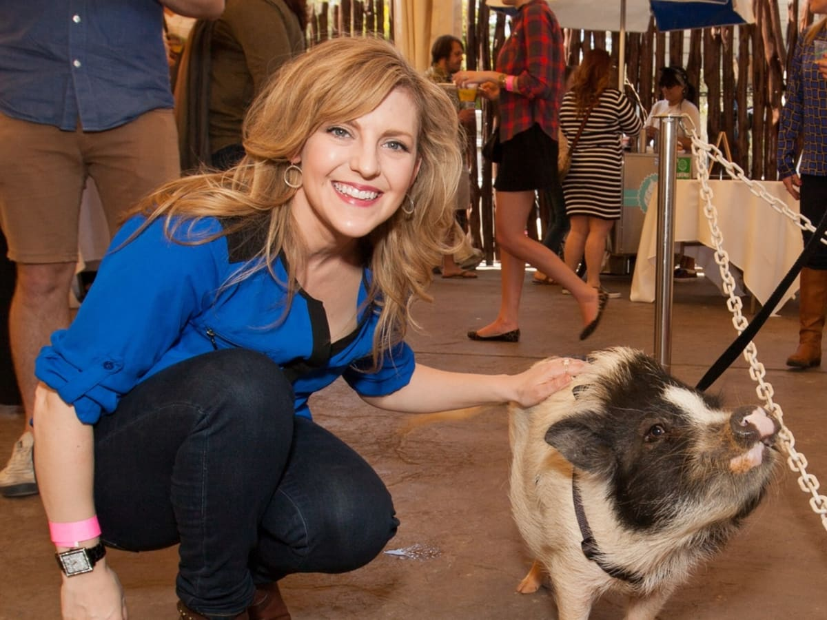 Houston Zoo Flock brunch, March 2016, Courtney Perna with Winston pig