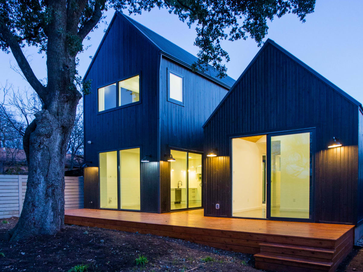 2016 Austin Modern Home Tour house 2002 Peoples Street Newcastle Homes un.box studio back
