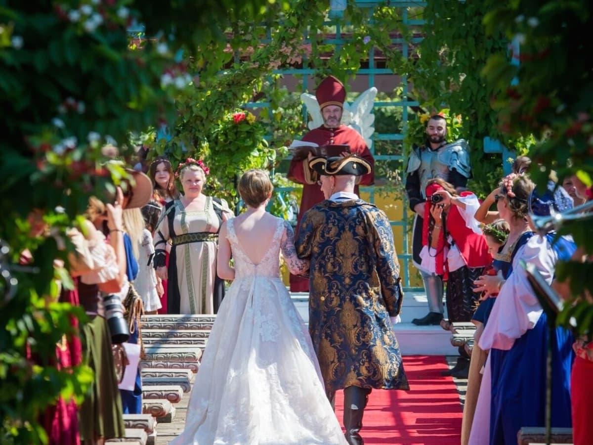 Renaissance Festival Weddings, Feb. 2016 Down the Aisle