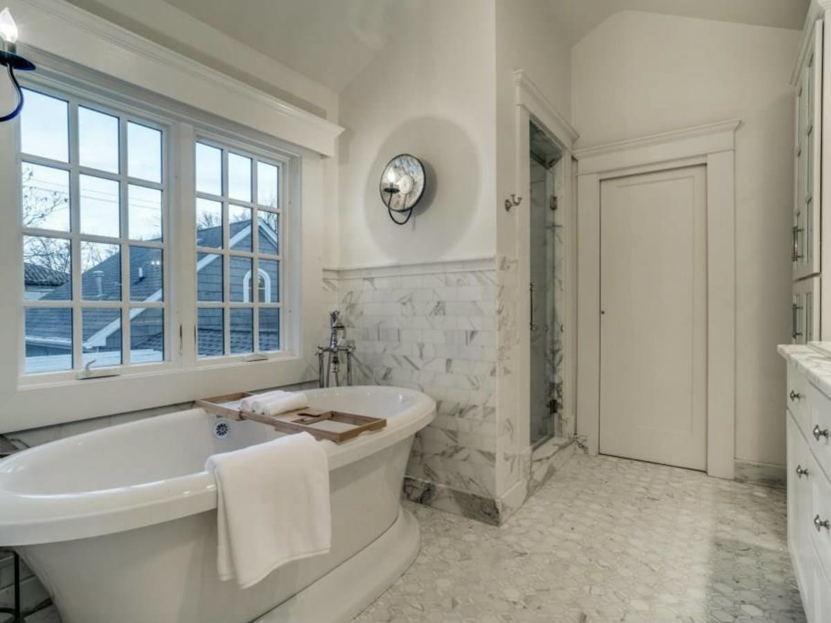 5450 Auburndale Ave. master bathroom