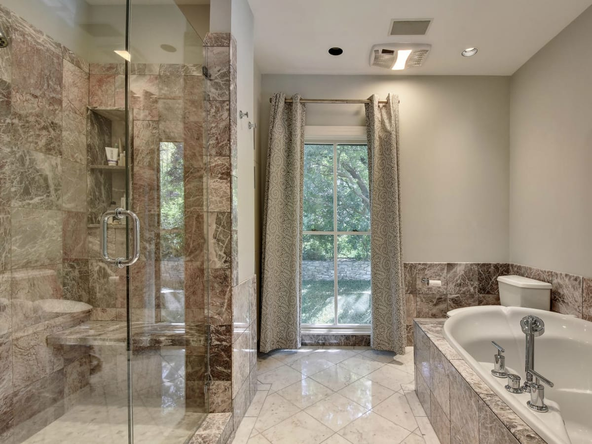 Austin house home Tarrytown 2610 Kenmore Court Ben Crenshaw February 2016 master bedroom bathroom
