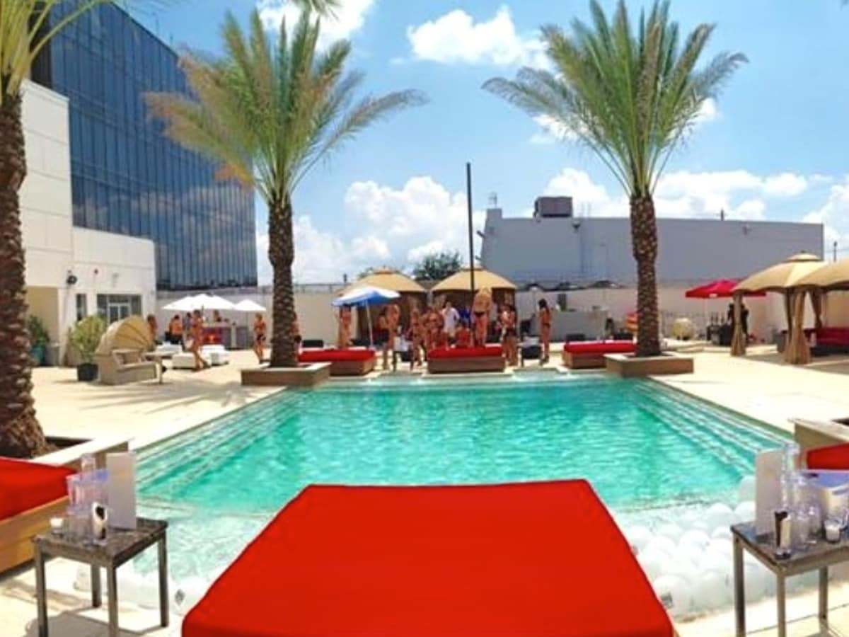 Houston, Club Cle, August 2015, pool
