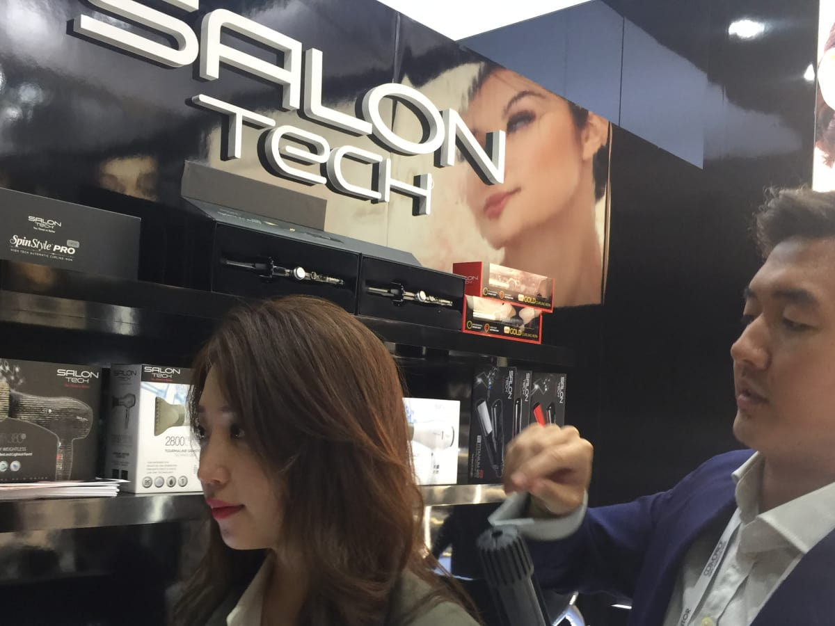 Cosmoprof 2017 SalonTech SpinStyle Pro curling iron