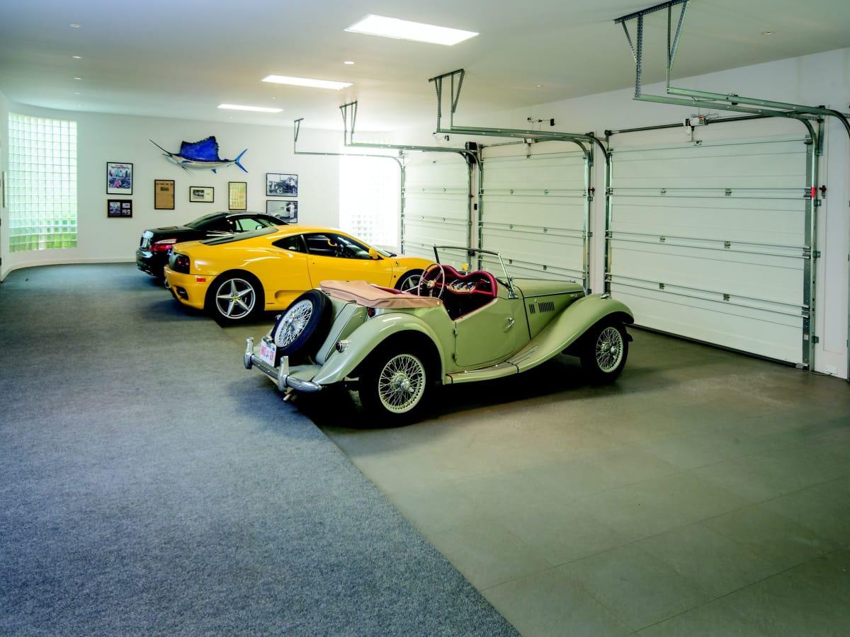 2930 Lazy Lane 4-car garage