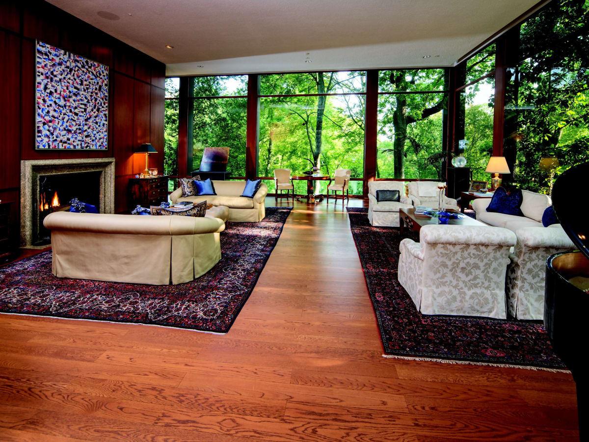 2930 Lazy Lane living room