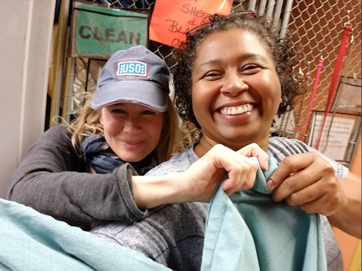 Renee Zellweger volunteering at Austin Pets Alive