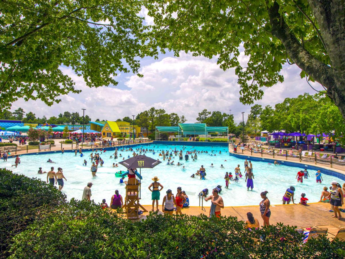 wet n wild splashtown wave pool