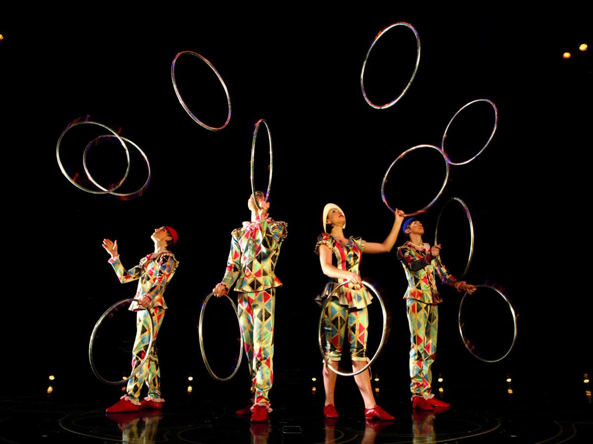 Cirque du Soleil - Corteo - juggling