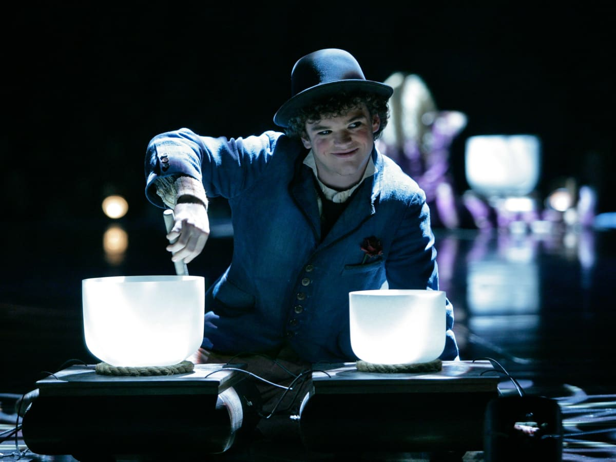 Cirque du Soleil - Corteo - crystal bowl player