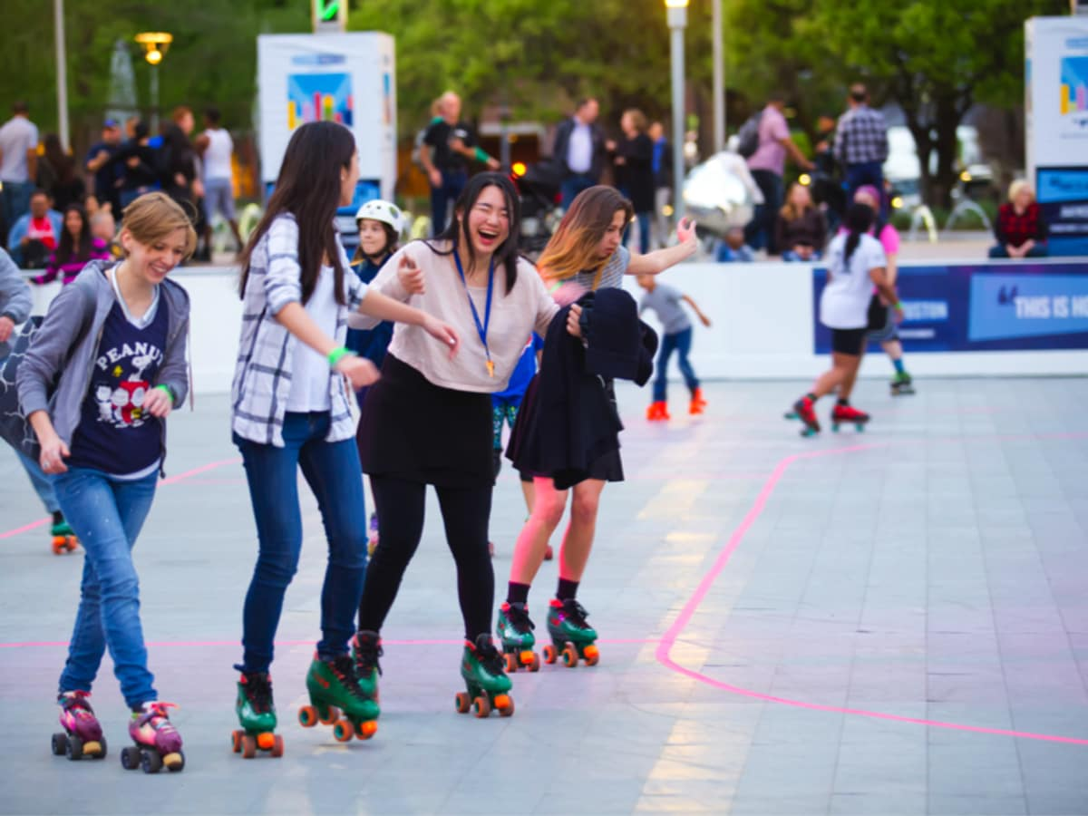 Outdoor roller skating Discovery Green