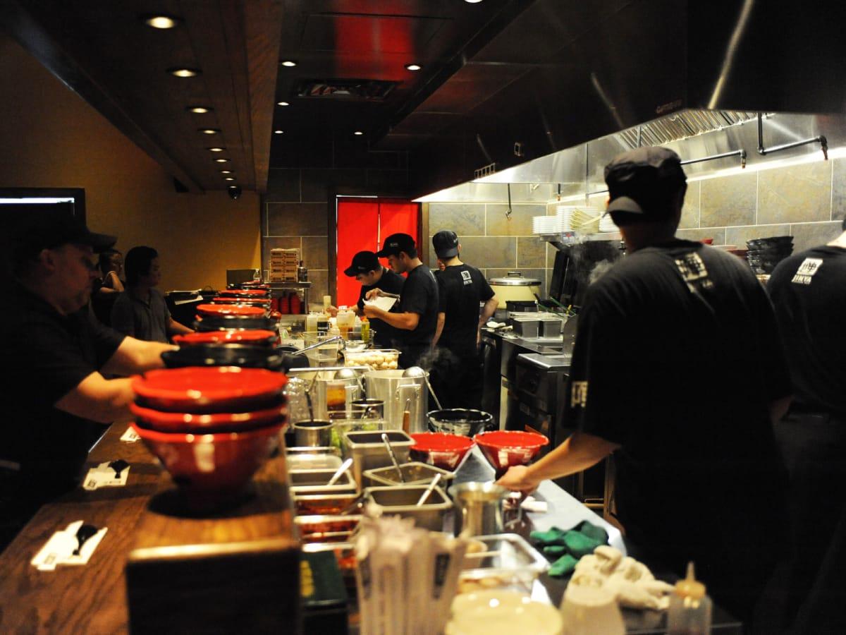 3 Jinya Ramen October 2014 bar and kitchen
