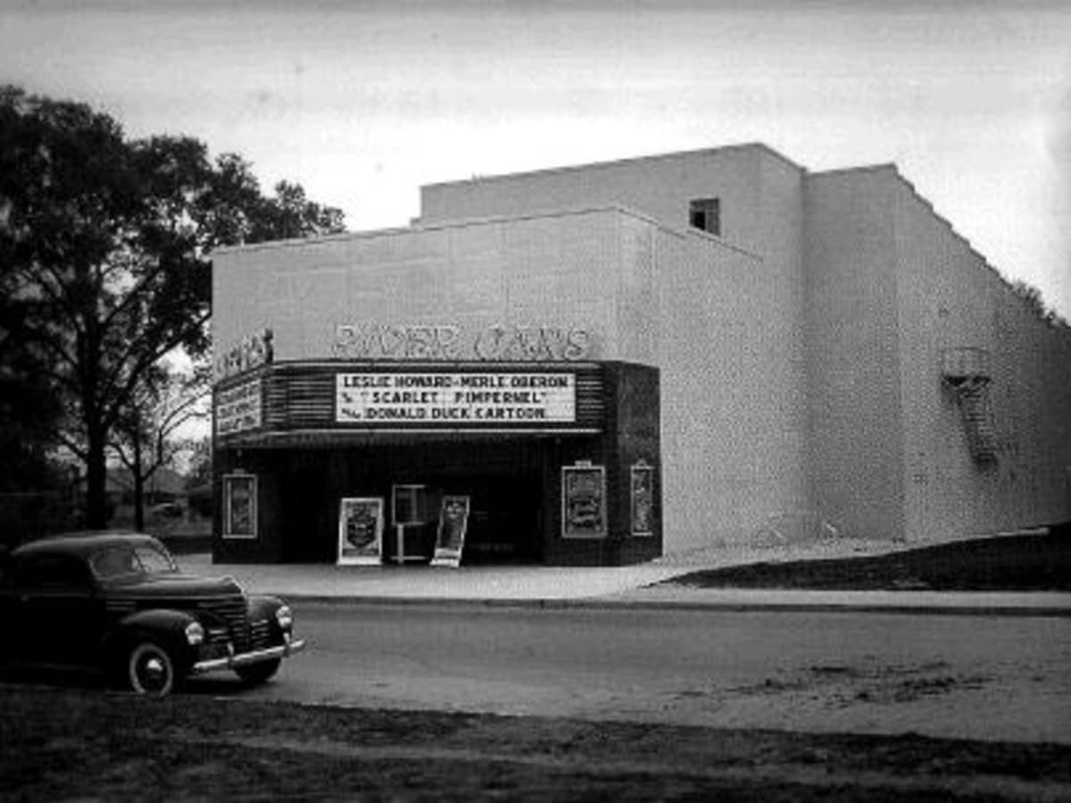 News_River Oaks Theatre_archival image